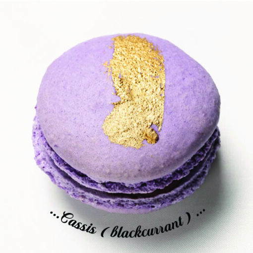 Cassis (blackcurrant) Macaron